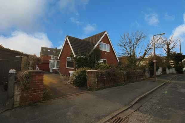 4 Bedrooms Detached Bungalow for sale in Coniston Avenue, Thornton-Cleveleys, Lancashire, FY5 4BB