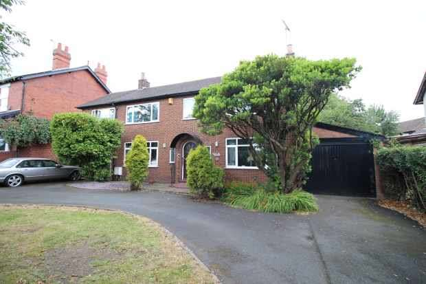 5 Bedrooms Detached House for sale in Bar Lane, Wakefield, West Yorkshire, WF1 4AD