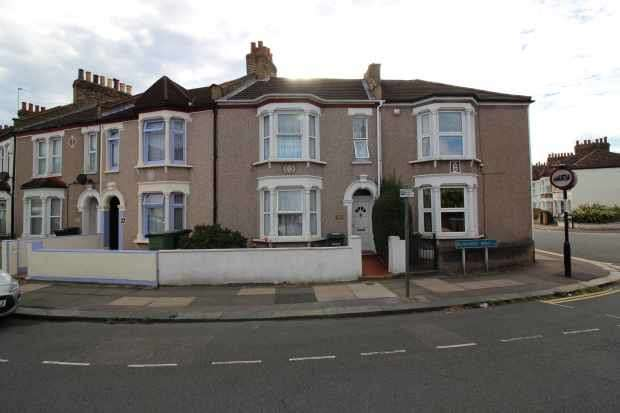 2 Bedrooms Terraced House for sale in Silvermere Rd, London, Greater London, SE6 4QX