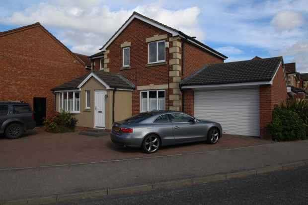 3 Bedrooms Detached House for sale in Okehampton Drive, Houghton Le Spring, DH4 4YB