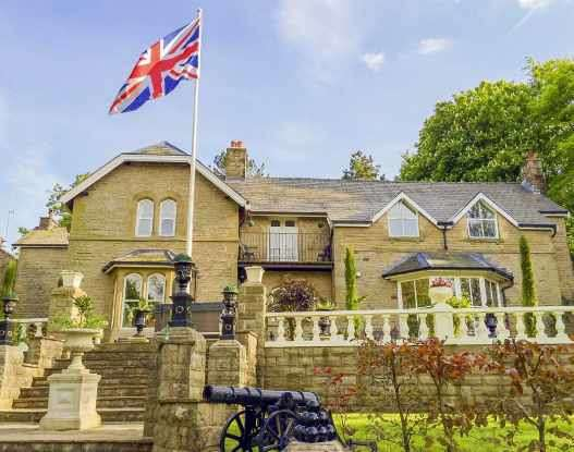 5 Bedrooms Manor House Character Property for sale in Baynes Street, Hoddlesden, Blackburn With Darwen, Lancashire, BB3 3NH