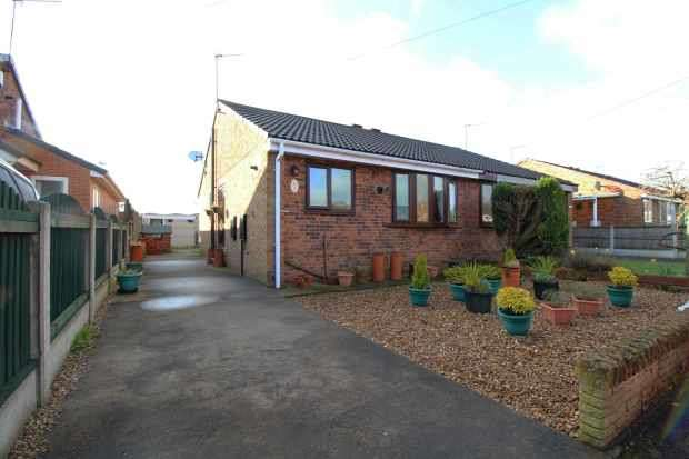 2 Bedrooms Semi Detached Bungalow for sale in Redland Crescent, Pontefract, West Yorkshire, WF9 5LQ