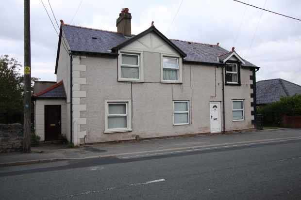 4 Bedrooms Semi Detached House for sale in Holway Road, Holywell, Clwyd, CH8 7NN