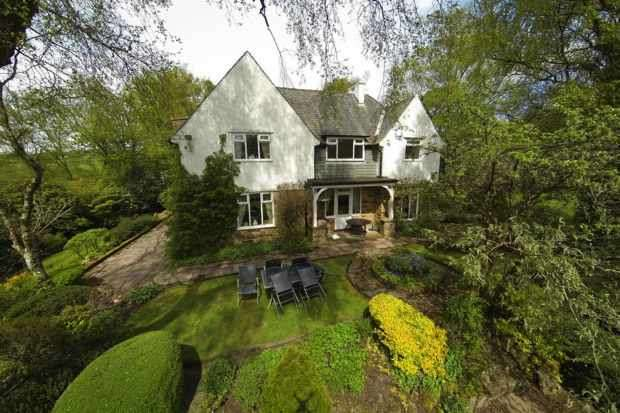 5 Bedrooms Detached House for sale in Pecket Well, Hebden Bridge, West Yorkshire, HX7 8QJ