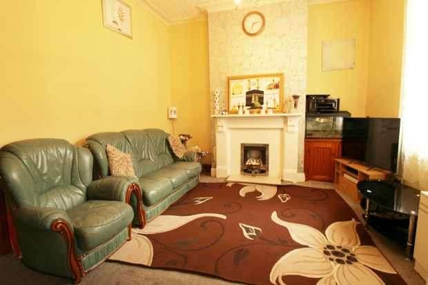 3 Bedrooms Terraced House for sale in Fletcher Road, Preston, Lancashire, PR1 5HJ