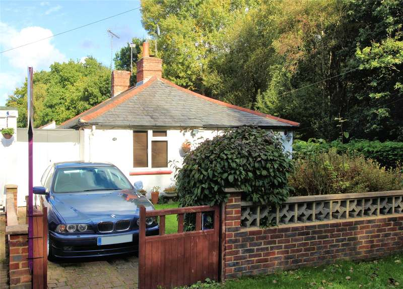 2 Bedrooms Semi Detached Bungalow for sale in Rose Bank Cottages, Woking, Surrey, GU22