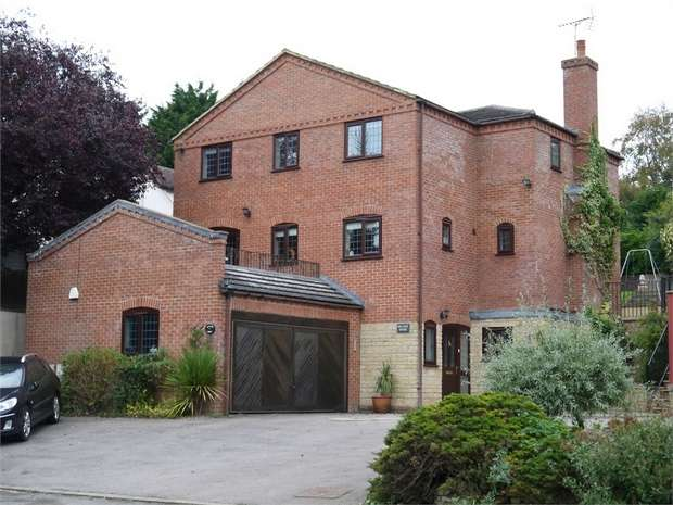 4 Bedrooms Detached House for sale in Hillside House, Harborough Road, Maidwell, Northampton