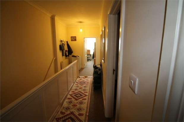 3 Bedrooms Flat for sale in High Street, Waltham Cross, Hertfordshire