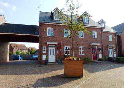 4 Bedrooms End Of Terrace House for sale in Golden Hill, Weston, Crewe, Cheshire