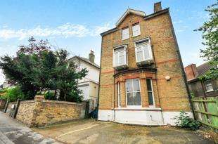 2 Bedrooms Flat for sale in St. Peters Road, Croydon
