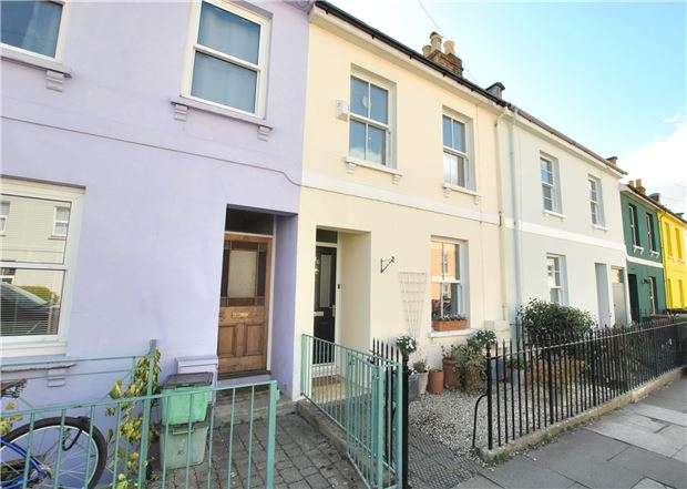 2 Bedrooms Terraced House for sale in Naunton Crescent, CHELTENHAM, Gloucestershire, GL53 7BE