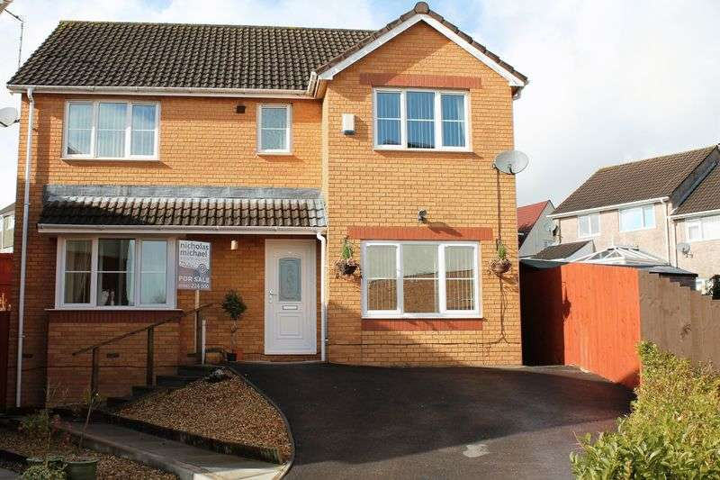 4 Bedrooms Detached House for sale in St James Mews, LLANHARAN CF72 9UF