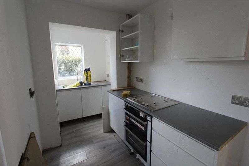 2 Bedrooms Maisonette Flat for sale in Coulsdon Road, Caterham