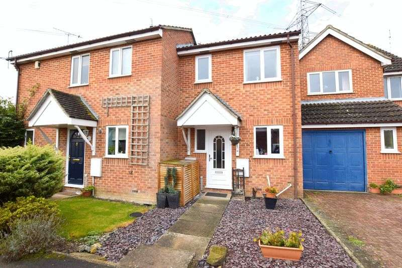 2 Bedrooms Terraced House for sale in Parrot Close, Aylesbury