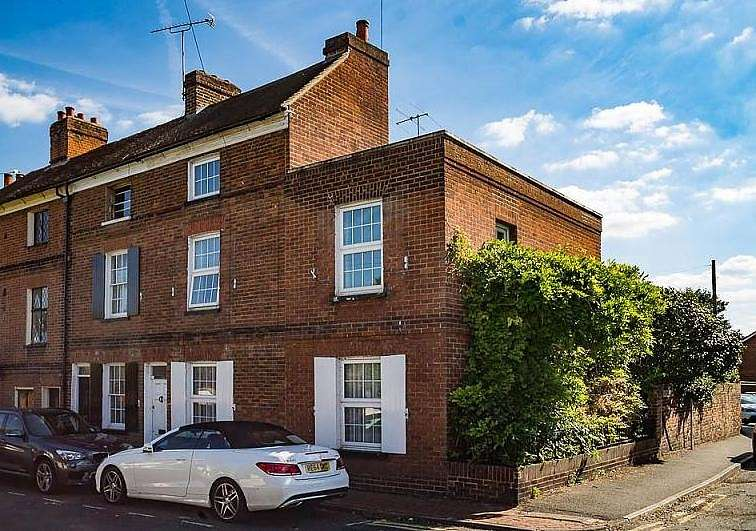 4 Bedrooms End Of Terrace House for sale in The Hythe, Staines-Upon-Thames, TW18