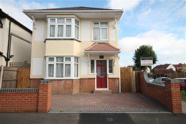 3 Bedrooms House for sale in Non Estate Position, Clacton on Sea