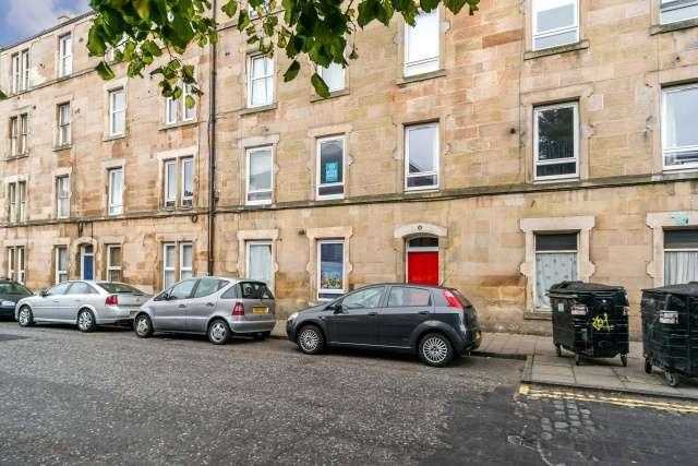 2 Bedrooms Flat for sale in Albert Street, Edinburgh, EH7 5LN