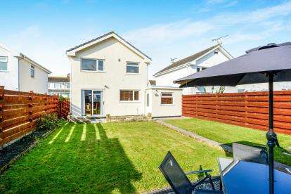 3 Bedrooms Detached House for sale in Stanley Avenue, Valley, Holyhead, Sir Ynys Mon, LL65