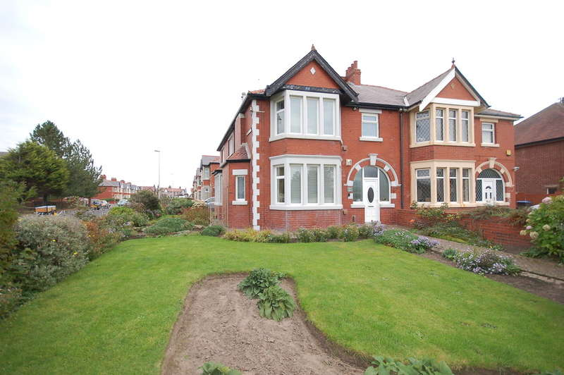 4 Bedrooms Semi Detached House for sale in Lytham Road, Blackpool