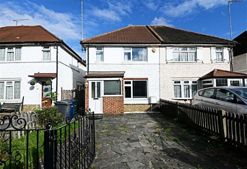 3 Bedrooms Property for sale in Dickens Avenue, Finchley, London, N3