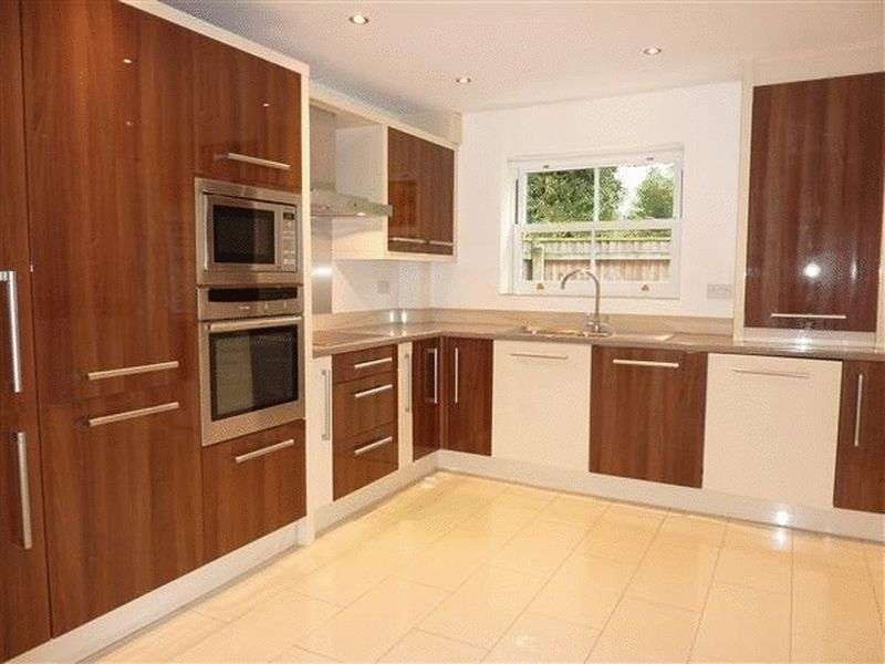 3 Bedrooms Terraced House for sale in Tannery Close, Grimsby