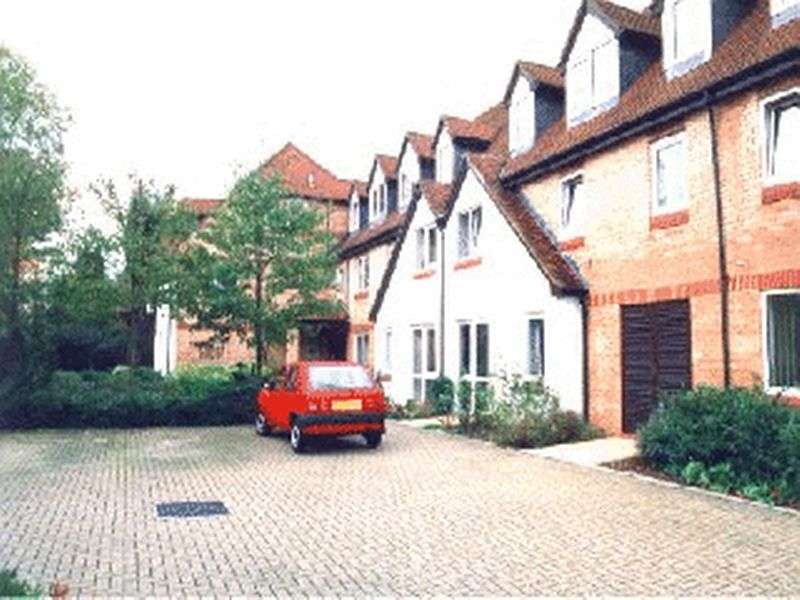 1 Bedroom Retirement Property for sale in Homan Court, North Finchley, N12 9HW