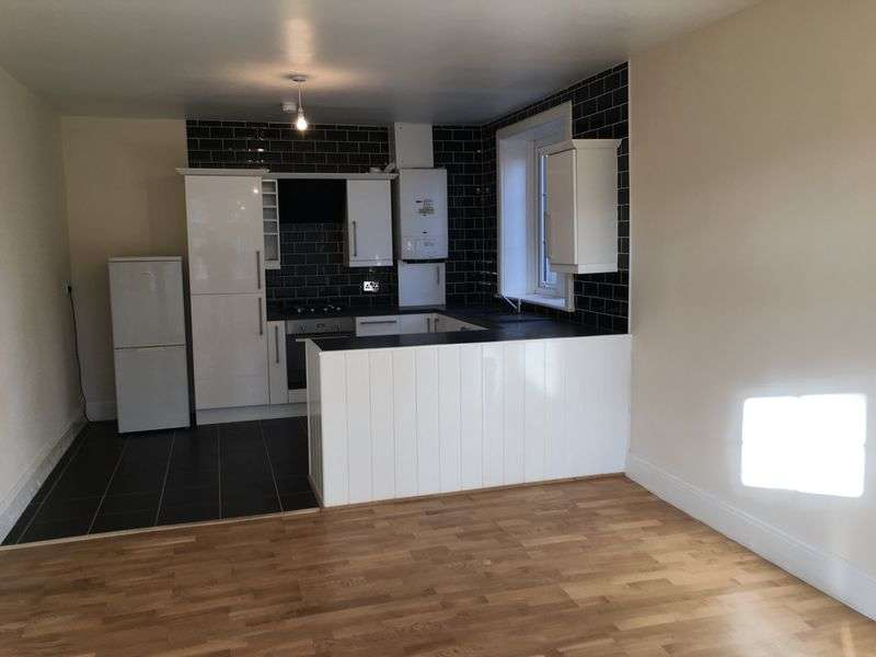 3 Bedrooms Semi Detached House for sale in Gilthwaites Lane, Huddersfield