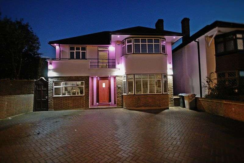 4 Bedrooms Detached House for sale in Sudbury Court Road, Harrow