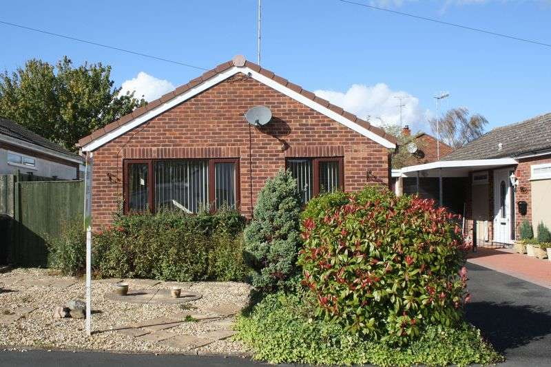 2 Bedrooms Detached Bungalow for sale in Laurel Close, Drakes Broughton