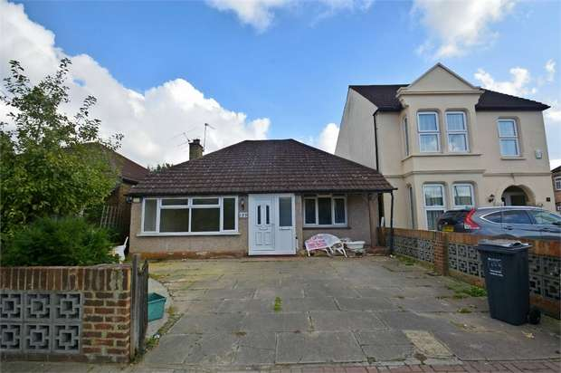 3 Bedrooms Detached Bungalow for sale in Lampton Road, Hounslow, Greater London