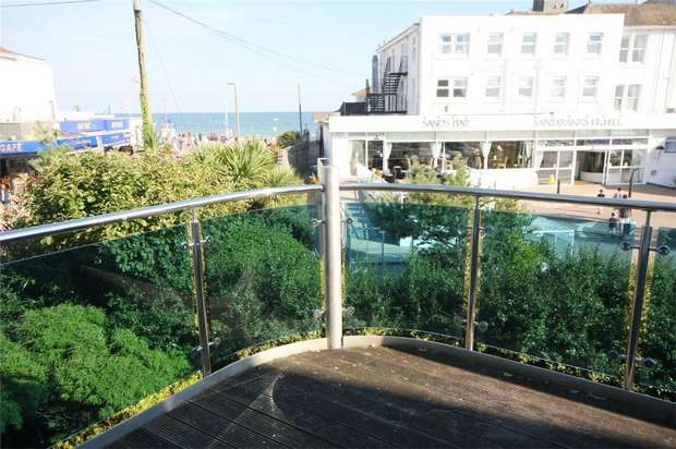 2 Bedrooms Flat for sale in 33 Shore Road, Sandbanks, Poole