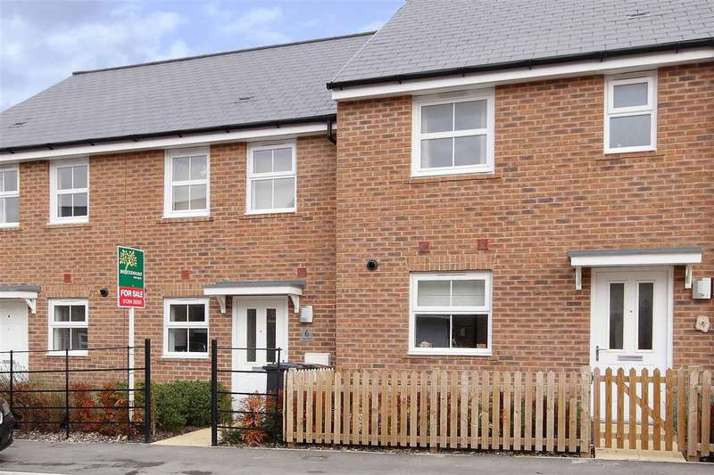 2 Bedrooms Terraced House for sale in Fleece Close, Andover