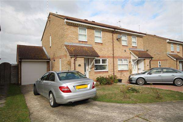 3 Bedrooms House for sale in Coulsdon Close, Clacton on Sea