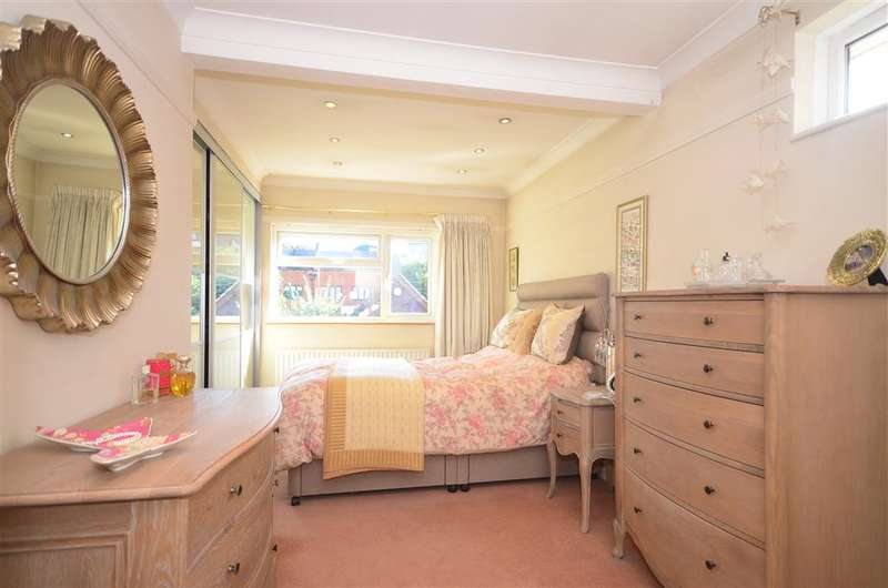 4 Bedrooms Semi Detached House for sale in Springfield Crescent, Horsham, West Sussex