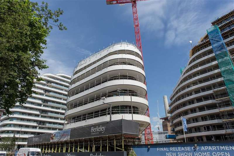 3 Bedrooms Property for sale in The Cascades, Vista, Battersea, London, SW8