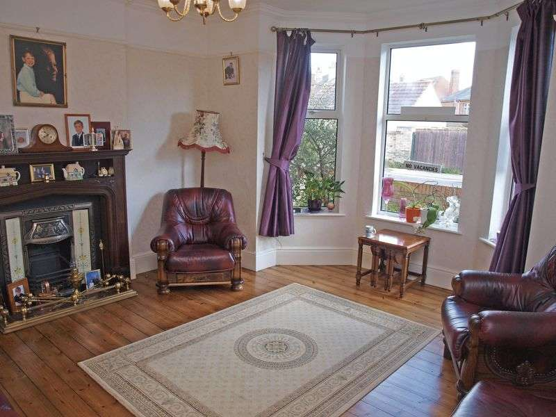 8 Bedrooms Semi Detached House for sale in Lowestoft South