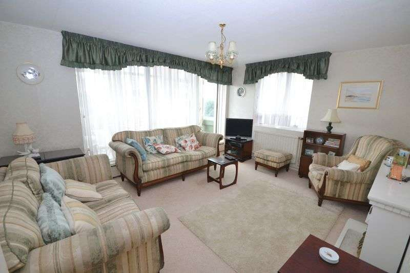 2 Bedrooms Flat for sale in Tower Court, West Cliff Road, West Cliff, Bournemouth