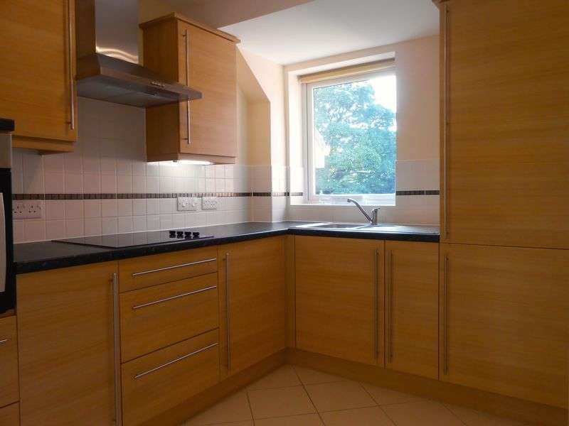 2 Bedrooms Flat for sale in Dutton Court, Station Approach, Cheadle Hulme. SK8 5BF