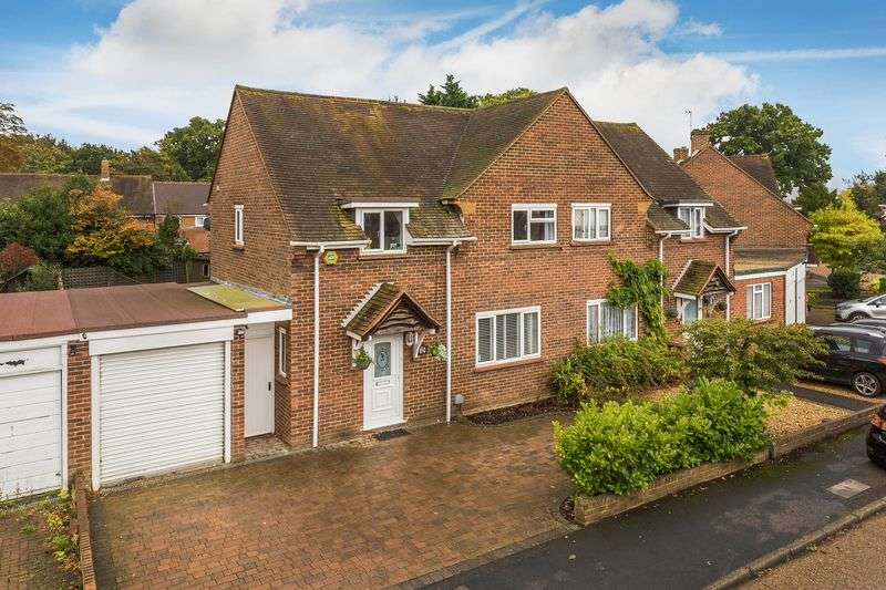 3 Bedrooms Semi Detached House for sale in Palm Grove, Guildford