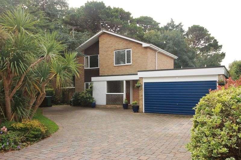 4 Bedrooms Detached House for sale in Westminster Drive, Bognor Regis