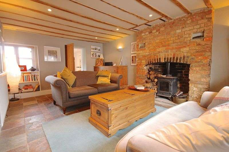 3 Bedrooms Terraced House for sale in Fordington, Dorchester, DT1