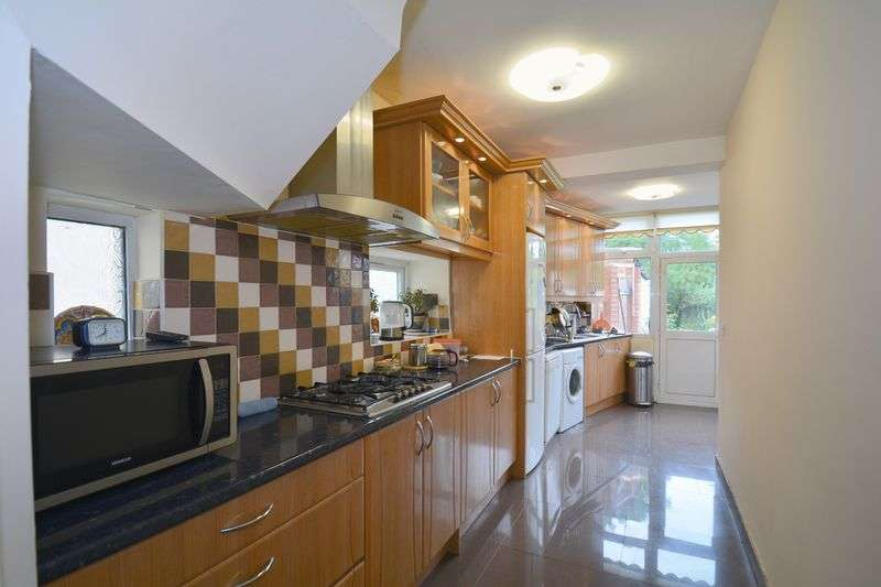 4 Bedrooms Semi Detached House for sale in Kenmore Avenue, Harrow, Greater London, HA3