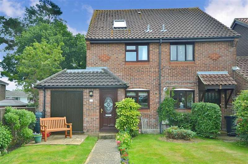 3 Bedrooms Semi Detached House for sale in Ryefield Close, Petersfield, Hampshire