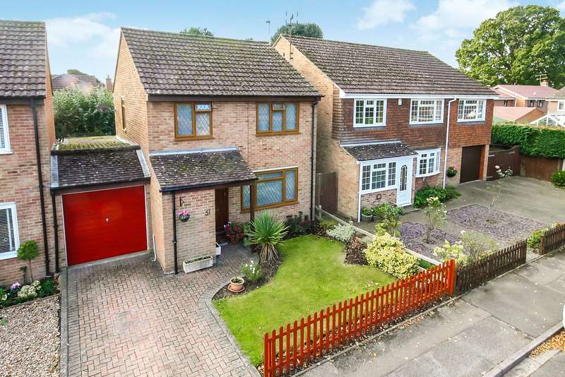 3 Bedrooms Link Detached House for sale in Bakehouse Road, Horley, RH6
