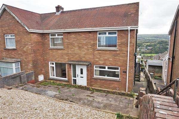 2 Bedrooms Semi Detached House for sale in Ffordd Aneurin, PONTYBEREM, Llanelli