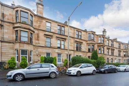 3 Bedrooms Flat for sale in Kenmure Street, Glasgow, Lanarkshire