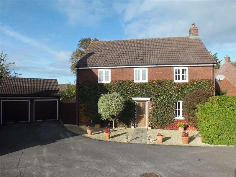 4 Bedrooms Property for sale in Cresswell Drive, Hilperton, Trowbridge, Wiltshire, BA14