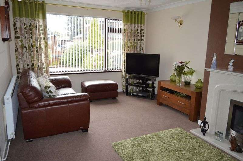 2 Bedrooms Semi Detached Bungalow for sale in Balmoral Avenue, Lowton, WA3 2ER