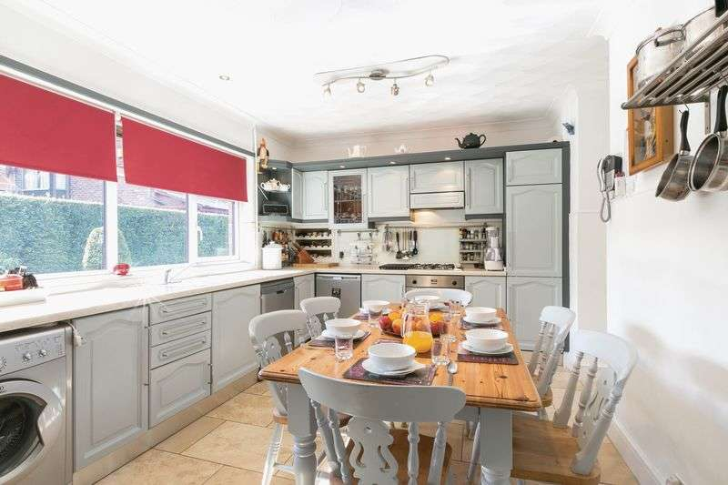 4 Bedrooms Detached House for sale in Orrell Road, Orrell, WN5 8HN