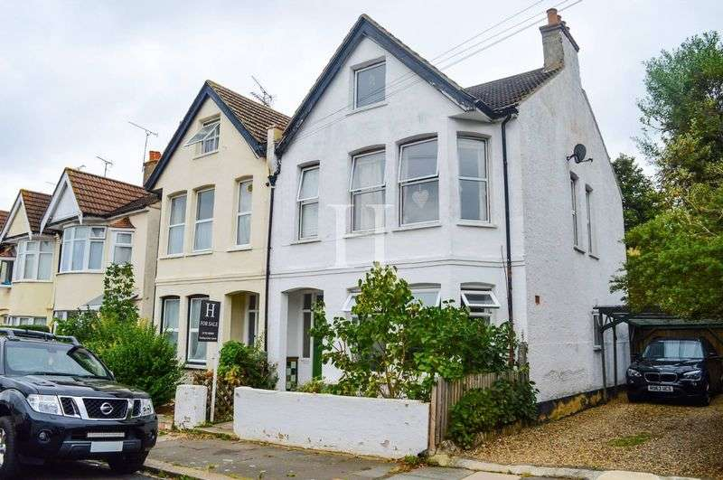 1 Bedroom Flat for sale in Ronald Park Avenue, Westcliff-On-Sea, Essex, SS0